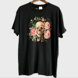 NWT Black Floral Skull Graphic Tee Large